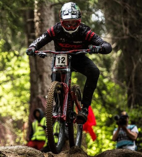 DHaRCO MTB | Mens Gravity Pants Black | In action Connor Fearon