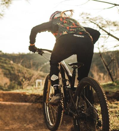 DHaRCO MTB | LADIES GRAVITY JERSEY | TROPICAL DH | In action