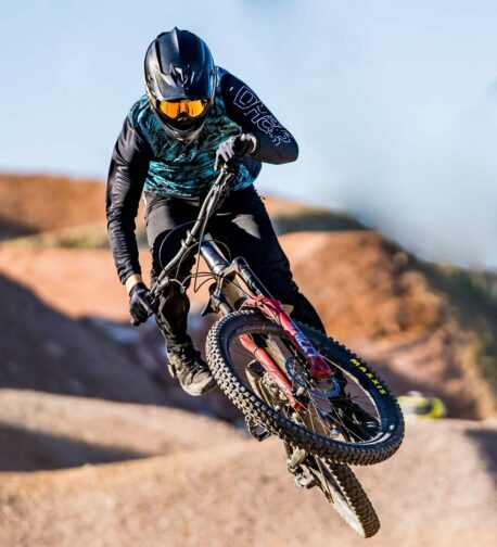 DHaRCO MTB | MENS GRAVITY JERSEY | ICE PALM | In action