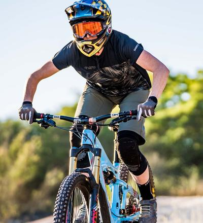 DHaRCO MTB | LADIES SS JERSEY | CAMO BLADES | In action